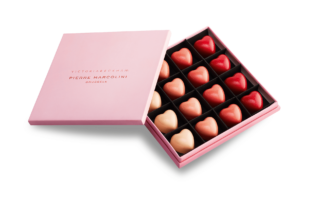 Box of 16 Victoria Beckham Hearts
