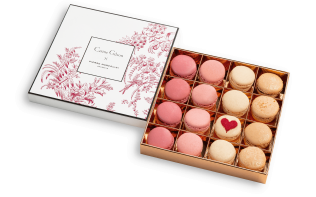 Box of 16 Valentine's macarons